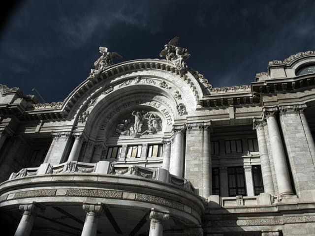 palacio de bellas artes noche