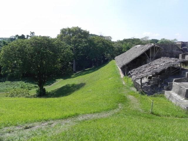 ruinas-comalcalco-ceiba