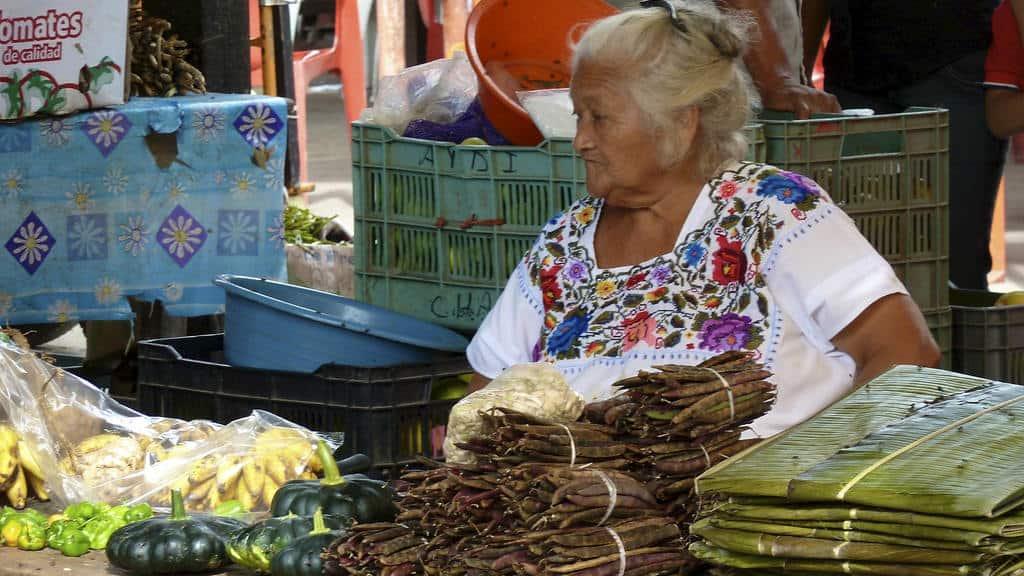 Acanceh mujer maya Hotel Medio Mundo
