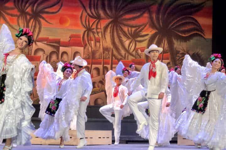 Ballet Folklórico en el Palacio de Bellas Artes. CDMX. Foto: Molly S.H.V.