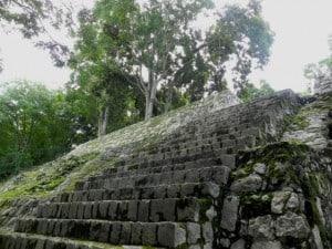 Edzna escalinata
