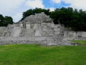 Edzna templo explanada