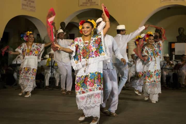 Traje típico yucateco.Foto.Urban Center.11