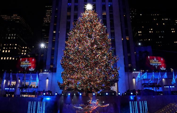 rockefeller-christmas-tree-today-main-191021_962218b8952b9334d0fb1ebe0fe63e74 (1)
