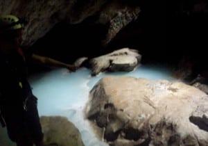 villa luz cueva agua
