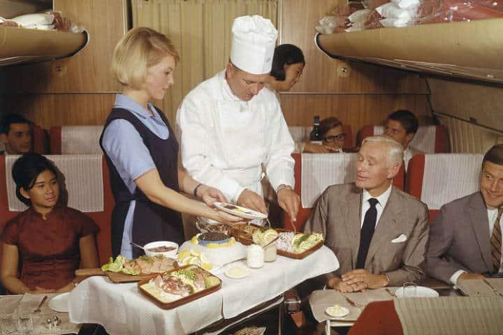 Comida de avión en los 60's. Foto: Archivo