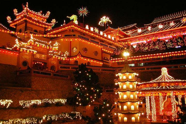El templo de Malasia en navidad