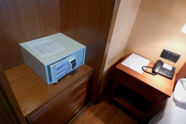 Guarda tus pertenencias valiosas en la caja fuerte.Foto.Hotel Eco Via Lusitana.18