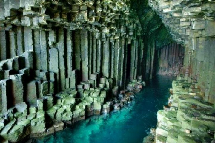 La calzada de los Gigantes culmina en esta cueva sin igual en las Grutas Fingal Foto Archivo