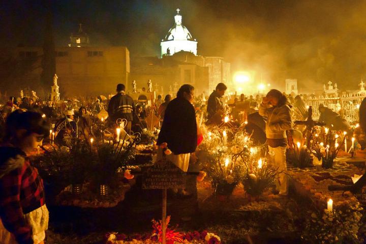 La unidad y tradición que se viven en Mixquic durante día de muertos es algo memorable Foto カルロスVG