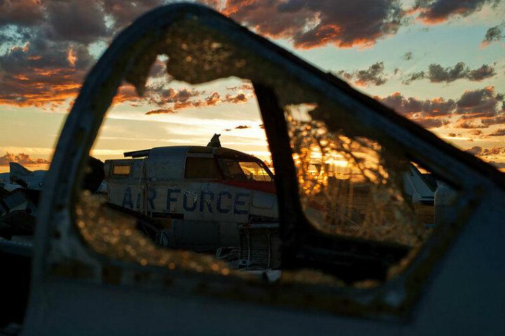 Tomar fotos es realmente indispensables al visitar el cementerio de aviones Foto Airman Magazine