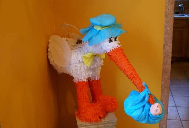 piñata cigueña