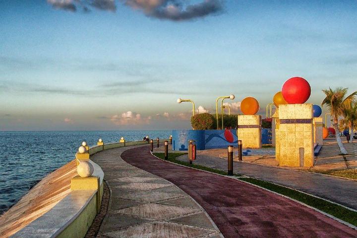 Disfrutarás de preciosas vistas de la playa desde el Malecón de Campeche Foto David Mark