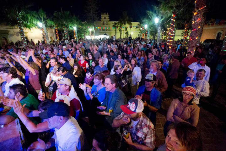 KAYAKINLOVETodos-Santos-Music-Festival-Plaza-Concert
