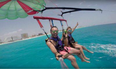 cancun parasailing pareja