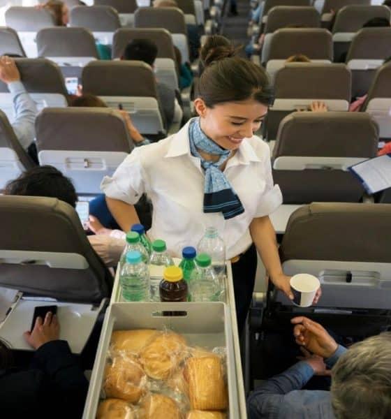 Servicios-que-no-deben-cobrar-en-los-aviones-Foto-Bussines-Insider-1