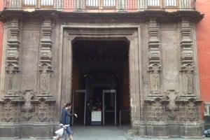 entrada palacio del arzobispado