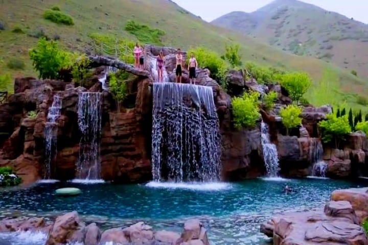 Gringo-millonario-construye-piscina-de-2-millones-de-USD-Foto-Animal-Planet-2