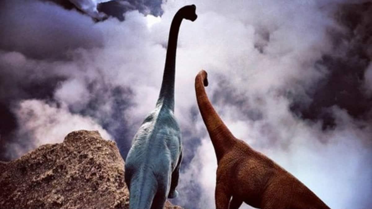 Dinosaurios viajando por el mundo