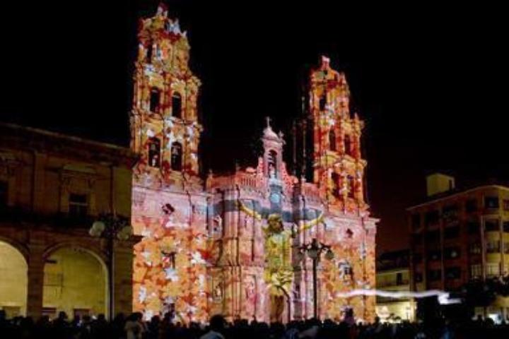 Proyección de Cristo en la catedral. Foto: travelbymexico