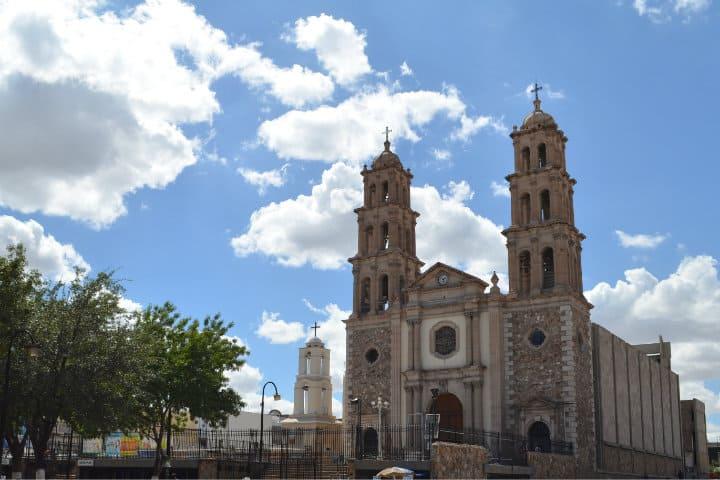 Catedral de Ciudad Juárez. Calles, parques y plazas que se llaman Benito Juárez. Foto: Archivo