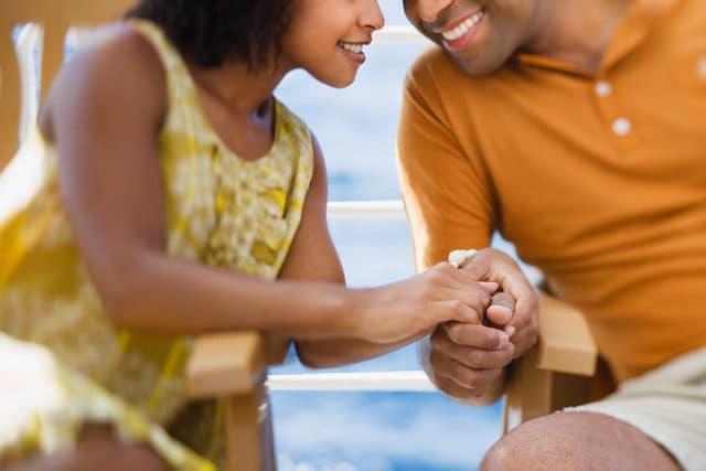 cruceros para swingers pareja de la mano