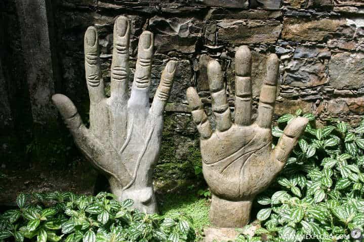 las manos de edward james
