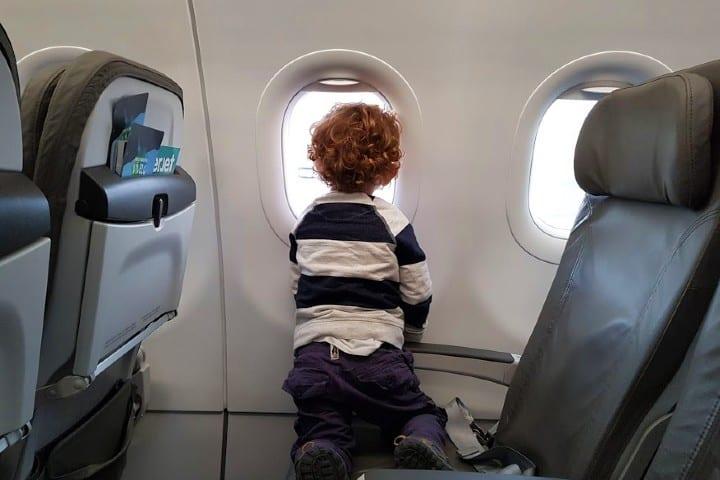 Cuida-a-los-más-pequeños-¿Por-qué-se-tapan -los-oídos-cuando-volamos?-Foto-Por-acá-y-por-allá-11