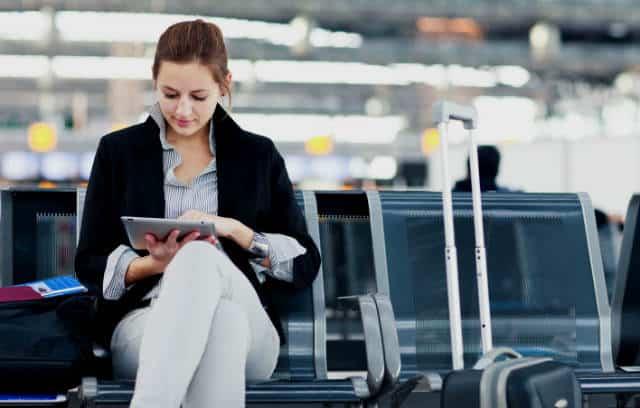 que leer en un viaje leyendo en aeropuerto