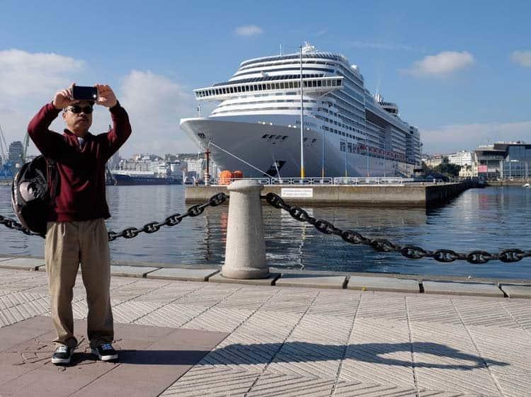 Ciudado-y-atento-Barco-se-estrella-en-San-Diego-Foto-el-ideal-gallego-2