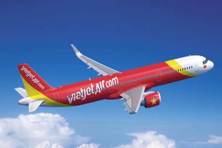 Aerolinea Vietjet con sobrecargos en bikini. Foto: aircargoweek.com