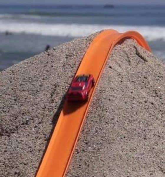 Autos Hot wheels en la playa. Foto: notengotele.com