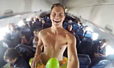 Frances se desnuda en pleno vuelo. Portada
