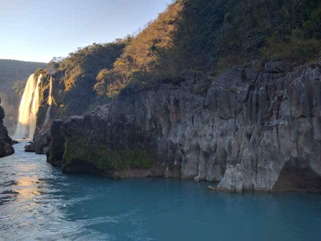 cascada tamul acantilados