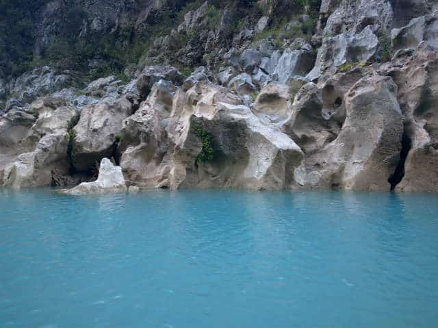 cascada tamul agua y rocas