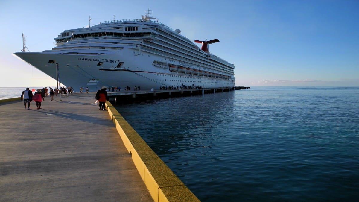 Barco-se-estrella-en-muelle-de-San-Diego-Foto-Las-fotos-del-Profe-José-1
