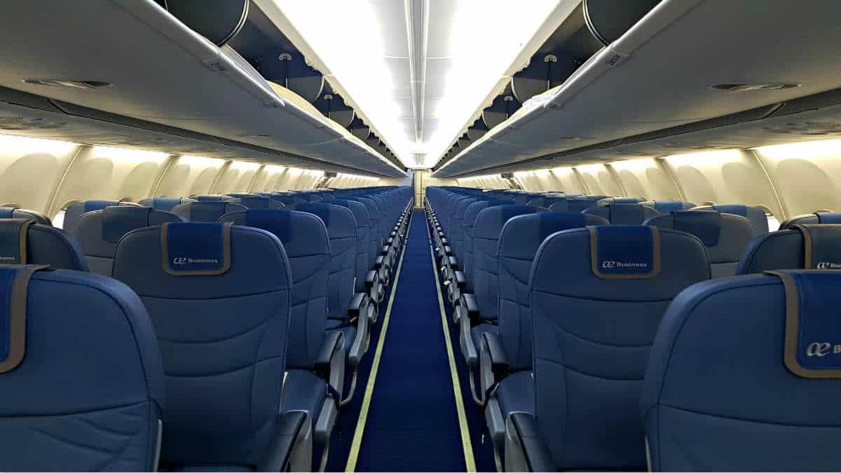 Portada.Cuanto espacio tienen los vuelos baratos.Foto.Billete 996