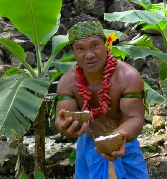 Portada.Video pelando un coco con los dientes.Foto.Dailymotion