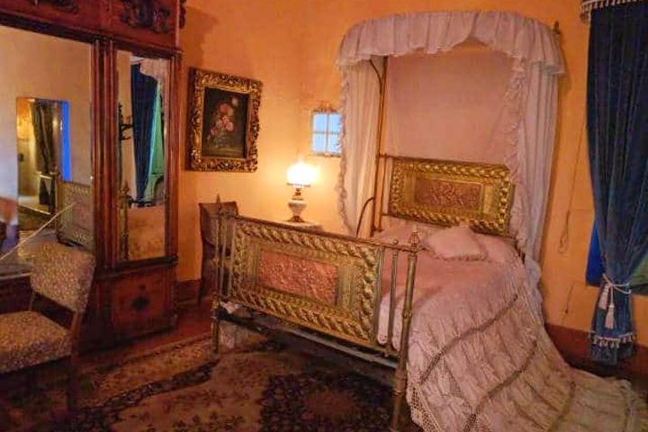 Habitación de la hacienda. Foto:  Archivo