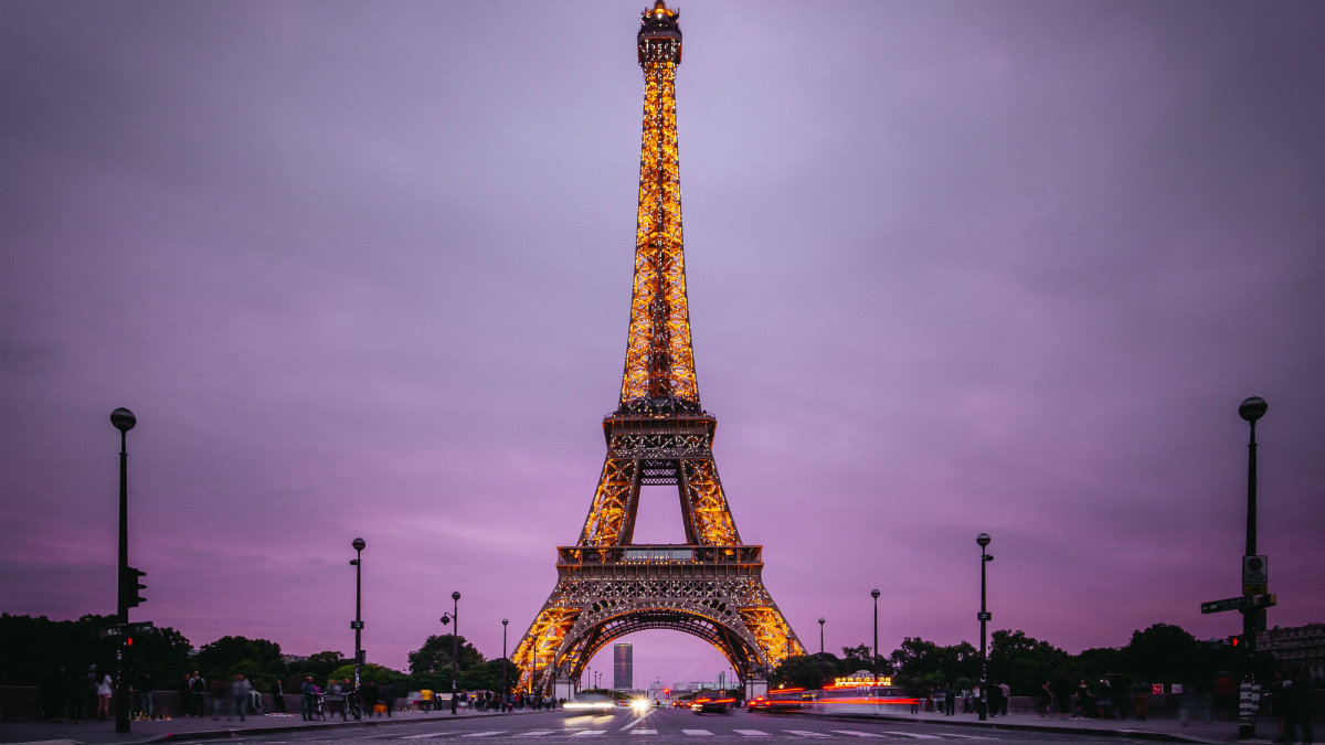 Portada. Departamento dentro de la Torre Eiffel. Francia. Imagen Denys Nevozhai 1