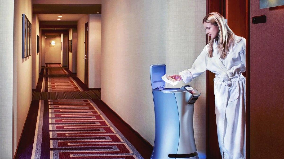 RoomService-Robot-Hotels_ugn7nl