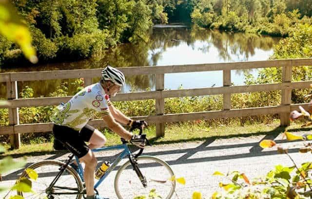Cicloturismo en Canadá bici en laurentinas 01