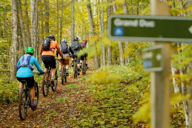Cicloturismo en Canadá bici en laurentinas tremblant