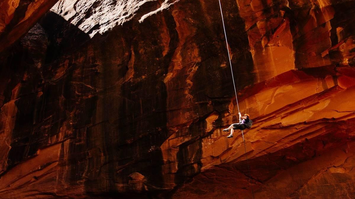 mountain-climber-1840220_1280