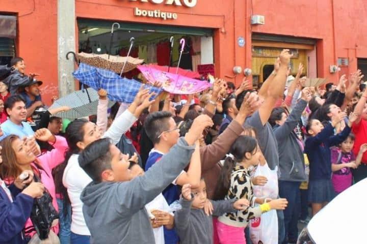 """Lluvia de pan en Guanajuato"