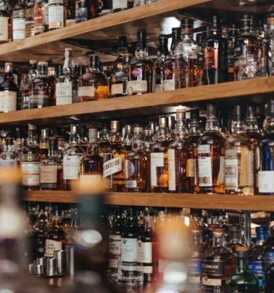App para preparar cócteles. Alcohol portada. Imagen. Adam Wilson