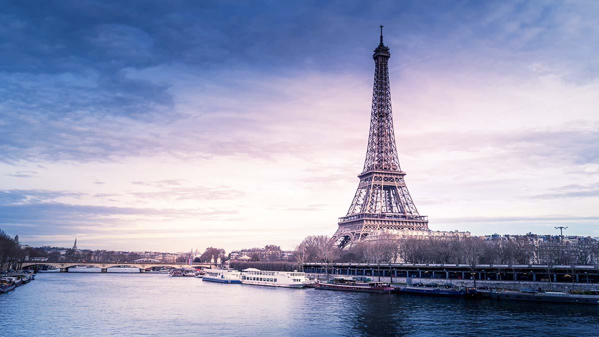 Portada Hotel flotantes Paris. Foto. Chris Karidis
