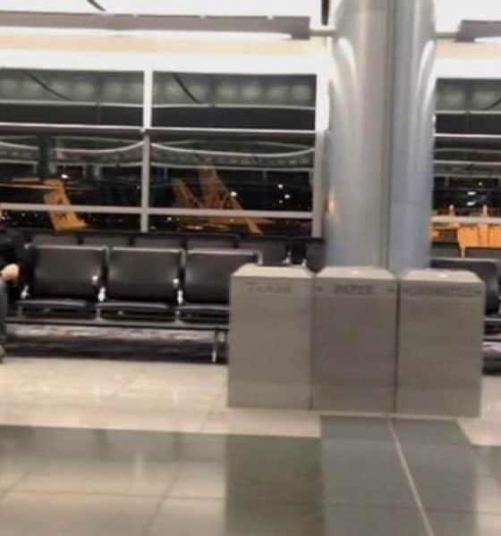 Pasajero varado aeropuerto de Las Vegas. Portada. Imagen. Archivo