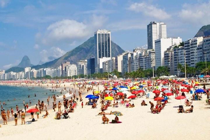 Playa en verano,Brasil. Foto: Misiones Online