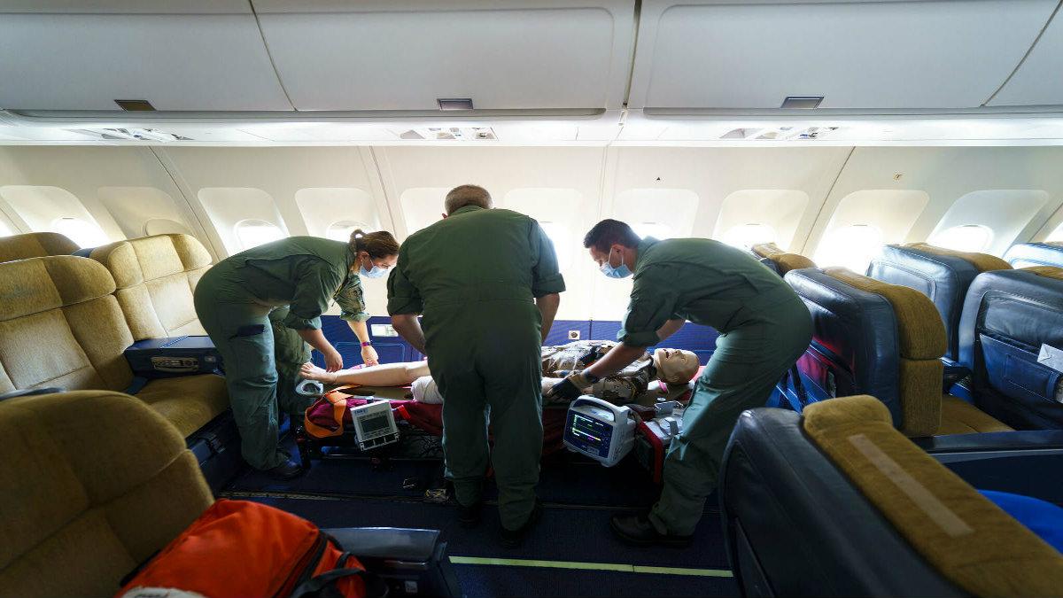 Portada.Que pasa si alguien muere en un avión.Foto.El Mundo